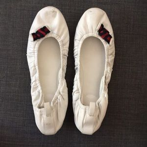 Gucci white leather ballet flat with bow